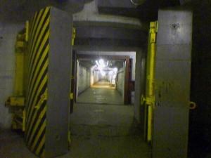 Пятнадцатитонные двери, которые выдерживают ядерный взрыв