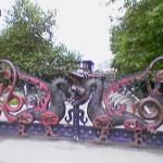 Весьма оригинальные ворота в Лукоморье
